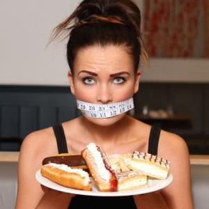 Можно ли похудеть, если не есть хлеб и сладкое: рекомендации диетологов