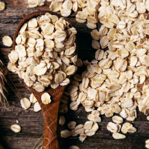 Скраб из овсянки: польза, рецепты для тела и лица