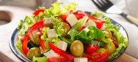 Греческий салат: калорийность, БЖУ на 100 г, польза при похудении